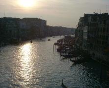 Voir Venise et ……..